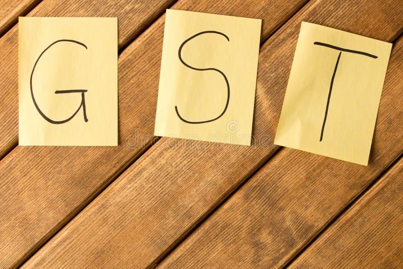 Produtos e serviços e imposto GST a inscrição no de madeira imagem de stock royalty free