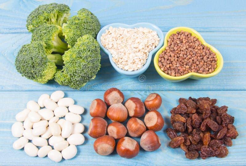 Produtos naturais ricos na piridoxina da vitamina B6 Conceito saudável do alimento foto de stock