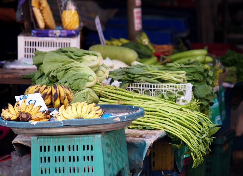 Produtos orgânicos casa e frutas e legumes da selva no mercado de rua fotografia de stock