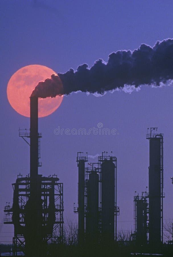 Produtos químicos e planta dos plásticos foto de stock royalty free