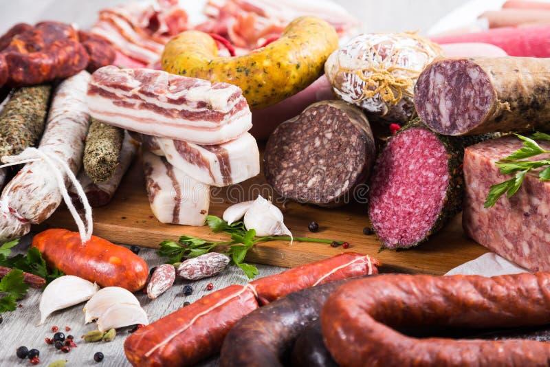 Produtos saborosos da carne e de salsicha fotografia de stock royalty free