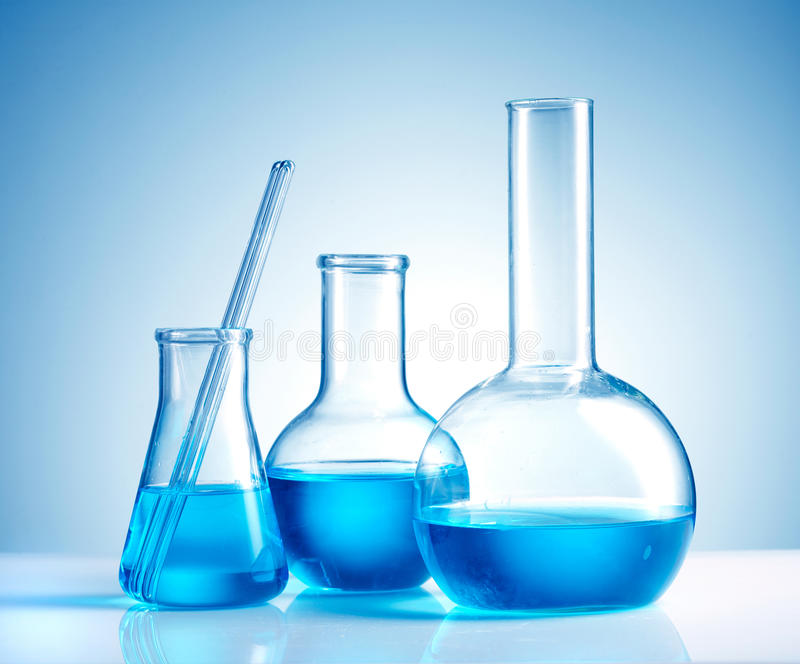 Produtos vidreiros de laboratório imagem de stock