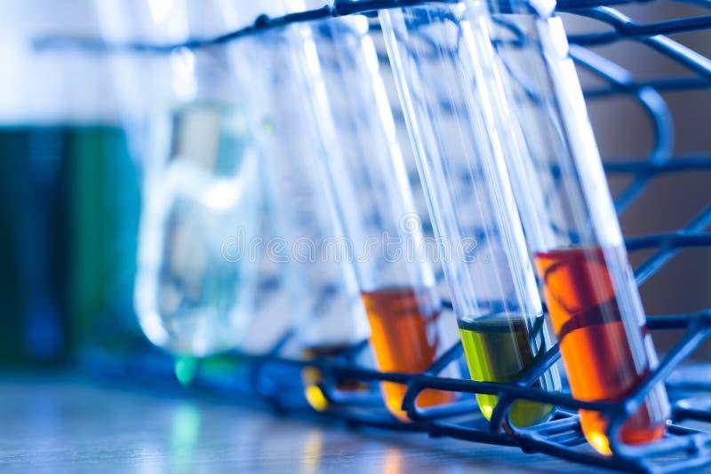 Produtos vidreiros dos tubos de ensaio closeup imagem de stock