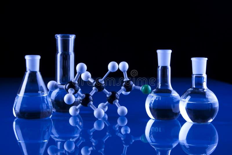 Produtos vidreiros e moléculas de laboratório fotos de stock