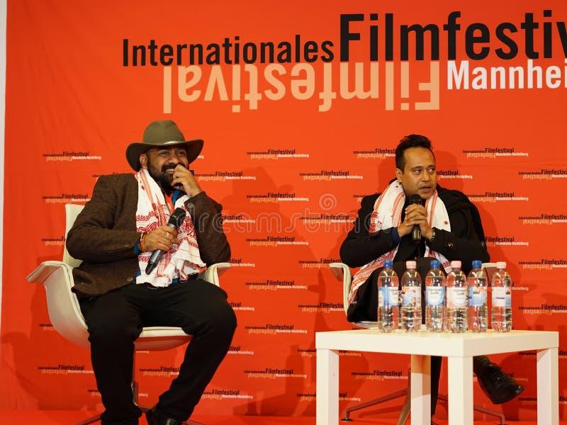 Produzent Amit库马尔Malpani和Regisseur在ther Internationales Filmdestival曼海姆海得尔堡的Sanjib Dey 2017年 免版税库存图片