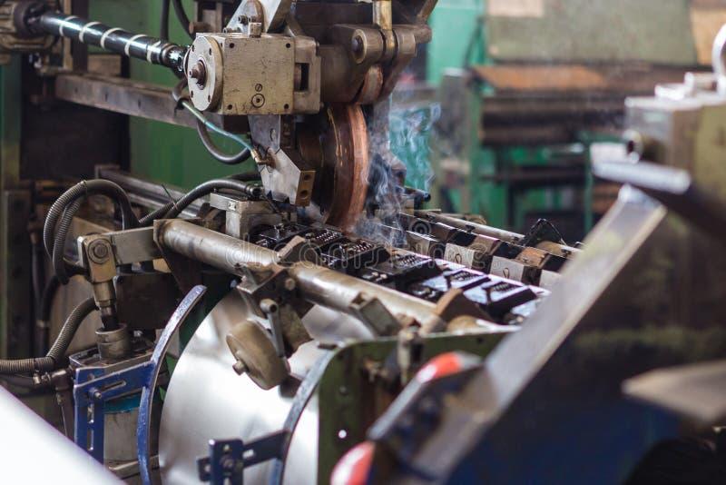 Produzione dei barilotti del ferro fotografie stock