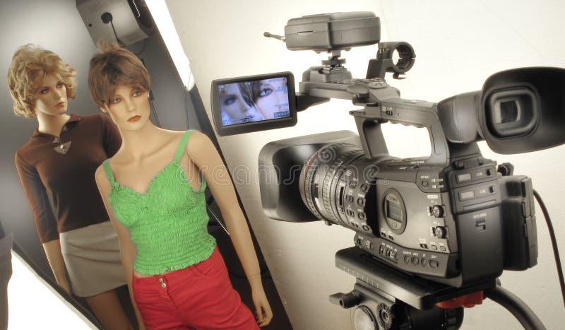 Produzione della fucilazione e del video di film nell'insieme dello studio di cinematografia fotografia stock