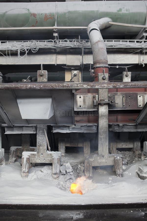 Produzione di alluminio tramite elettrolisi immagini stock