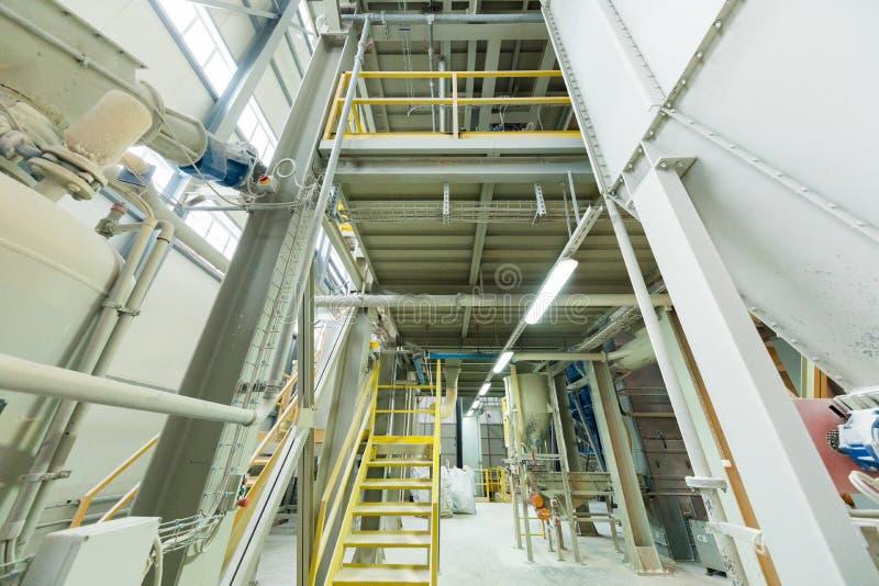 Produzione di industria della vetroresina della linea di vetro alla fabbrica fotografia stock