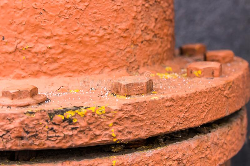 Produzione industriale del fondo del primo piano della forcella del bullone del collegamento della flangia del tubo di aggancio d immagine stock libera da diritti