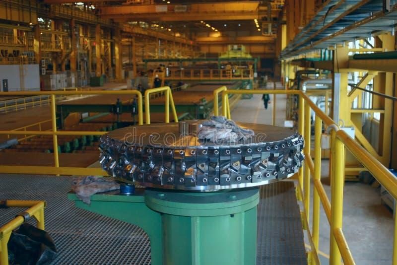 Produzione rotolata dello strato su metallurgia ferrosa fotografia stock libera da diritti