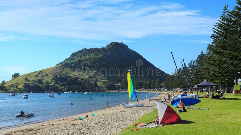 ProefBay, zet Maunganui, Nieuw Zeeland, op een fijne de zomerdag op stock fotografie