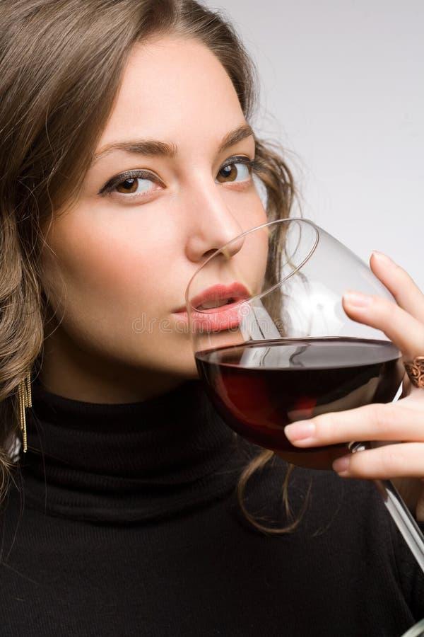 Proevende grote wijn. royalty-vrije stock foto's