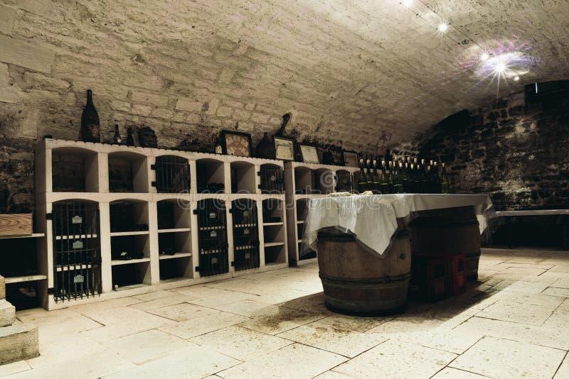 Proevende ruimte in de wijnkelder royalty-vrije stock foto