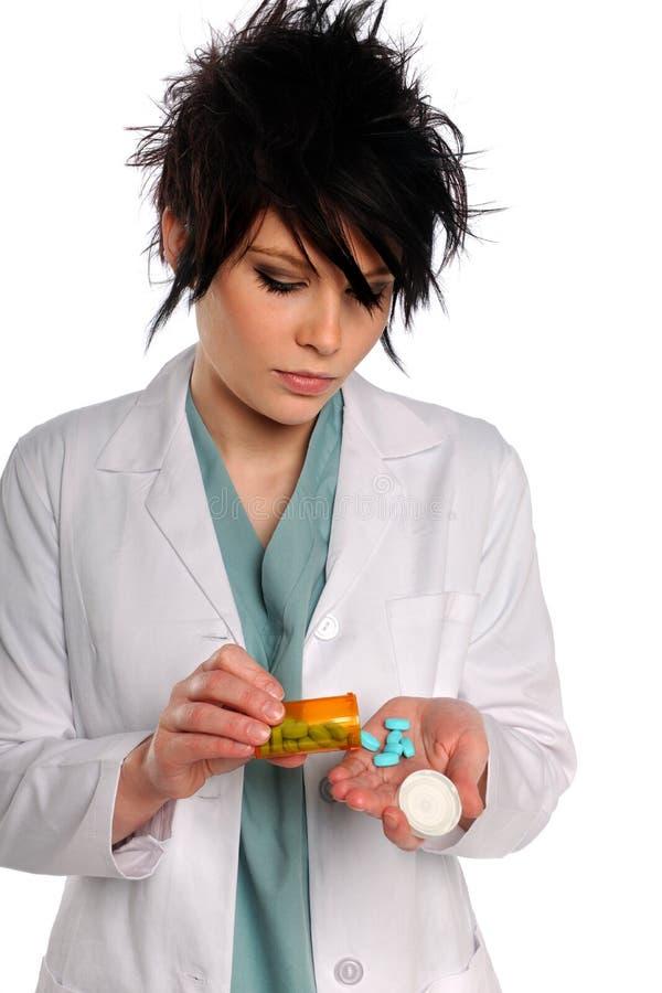 Profesional del cuidado médico con las píldoras de la prescripción imágenes de archivo libres de regalías