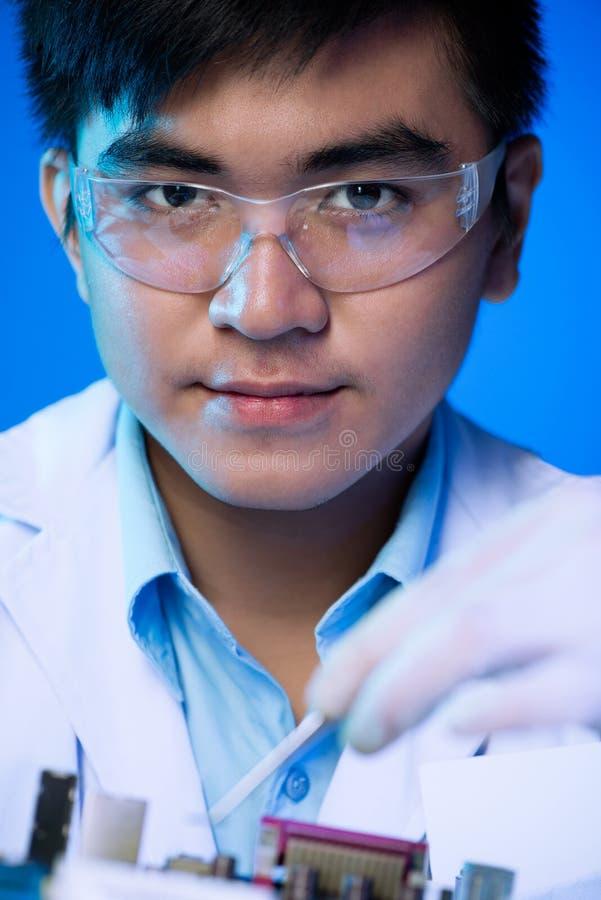 Profesional-Elektronik-Ingenieur lizenzfreies stockfoto