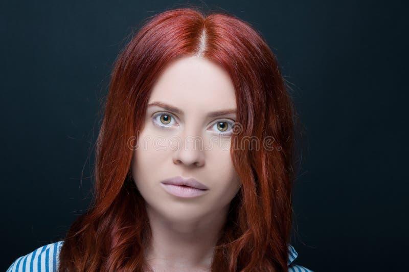 Profesional studiofoto av den kvinnliga modellen arkivfoto