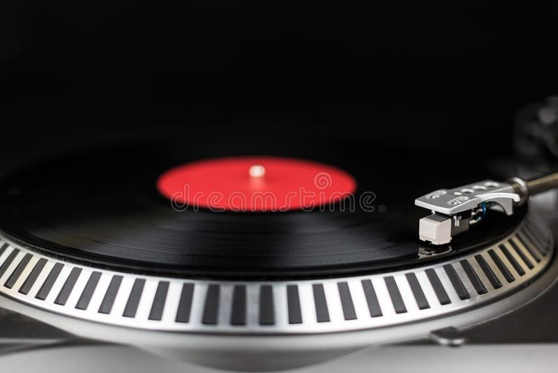Profesjonalistów djs partyjny turntable Analogowej sceny audio wyposażenie dla koncerta w klubie nocnym Sztuki mieszanki muzyki ś fotografia royalty free