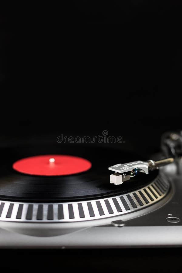 Profesjonalistów djs partyjny turntable na czarnym tle Analogowej sceny audio wyposażenie dla koncerta w klubie nocnym Sztuki mie fotografia stock