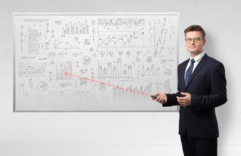 Profesor en geometr?a de ense?anza del whiteboard foto de archivo libre de regalías