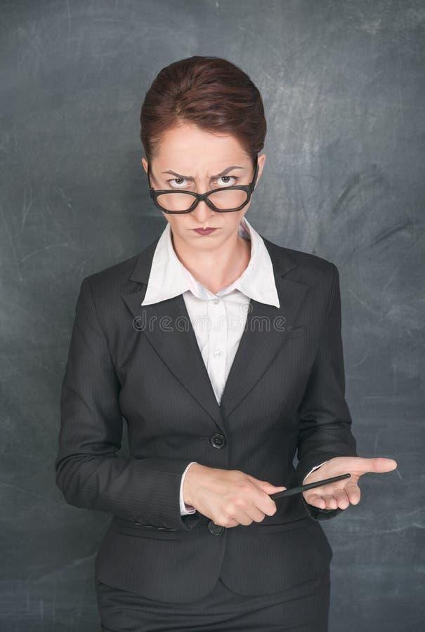 Profesor estricto con el indicador fotos de archivo