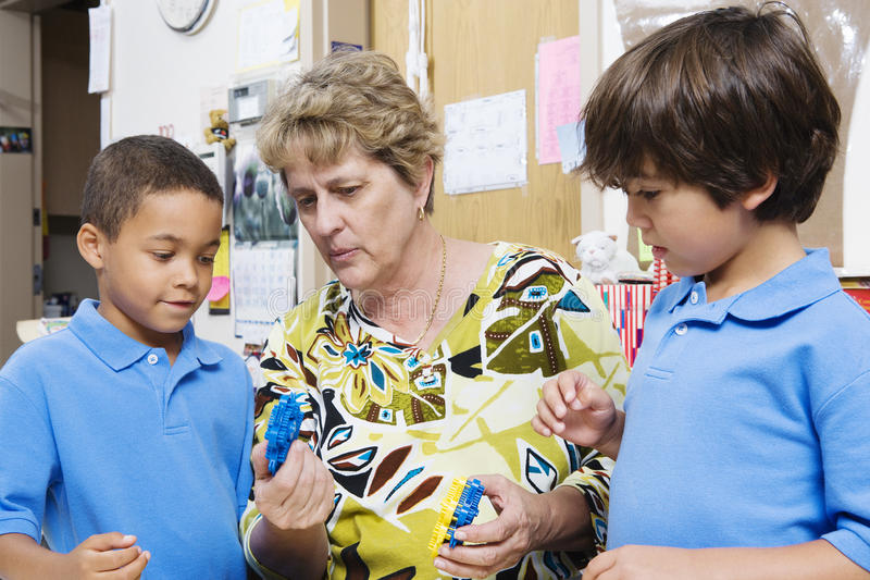 Profesor Explaining Students fotos de archivo