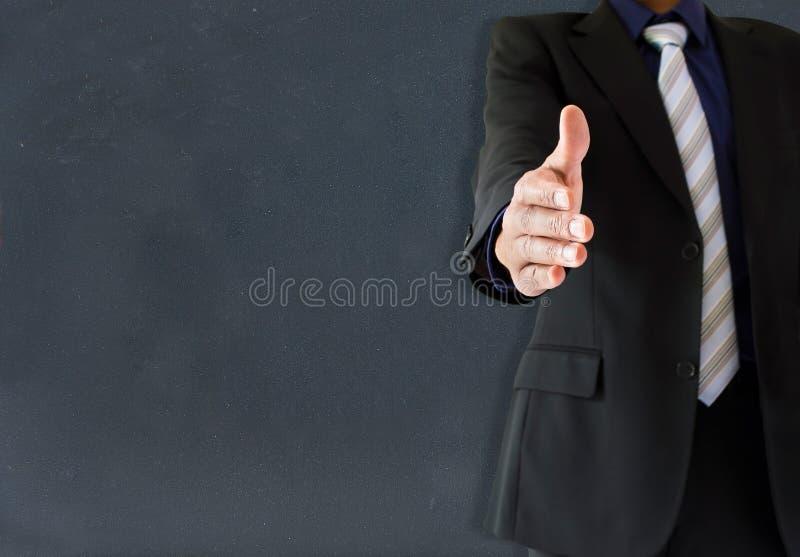 Profesor que da la bienvenida a su sala de clase imagen de archivo