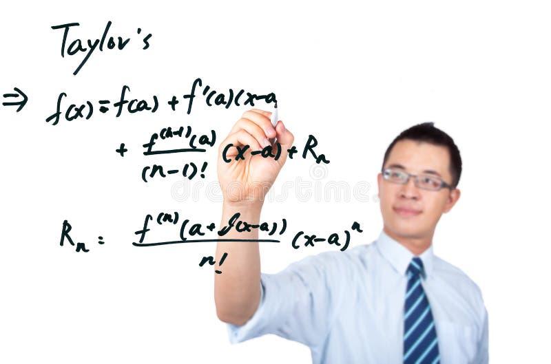 Profesor que drena una fórmula matemática imagenes de archivo