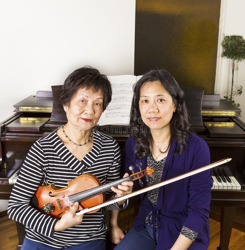 Profesores de música de las mujeres foto de archivo libre de regalías