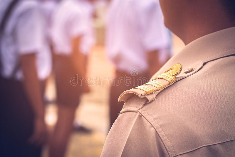 Profesores tailandeses asiáticos en uniforme oficial foto de archivo