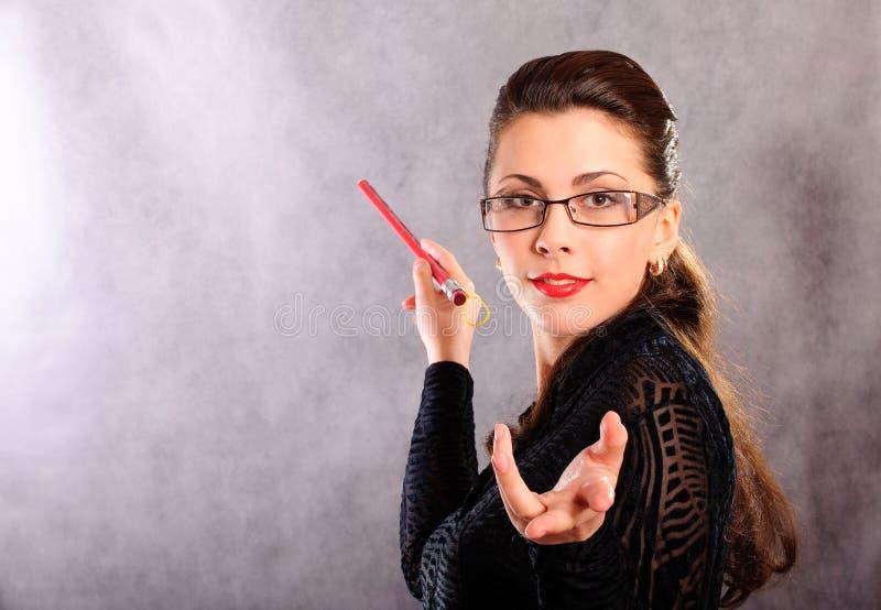 Professeur avec la flèche indicatrice image stock