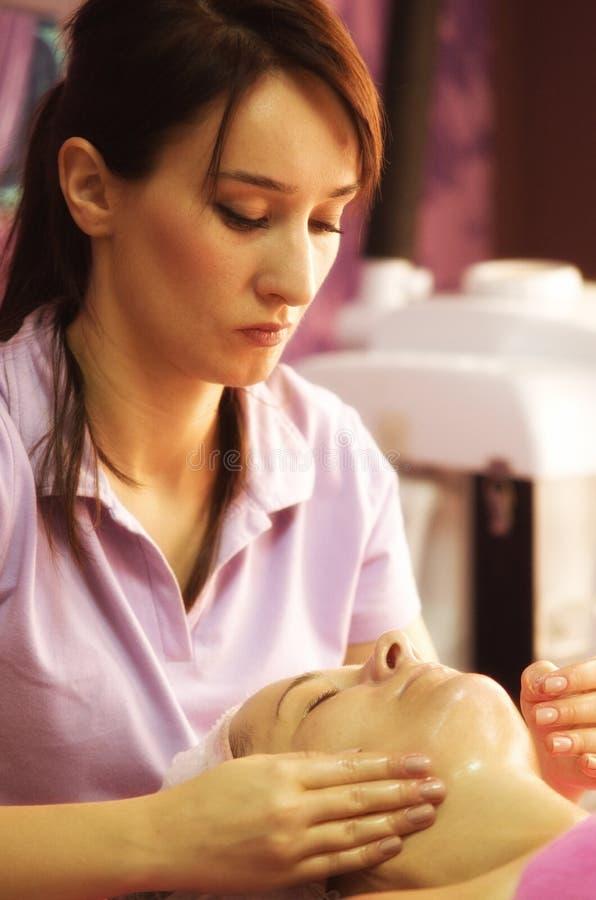 Professionalist del salón del masaje foto de archivo libre de regalías