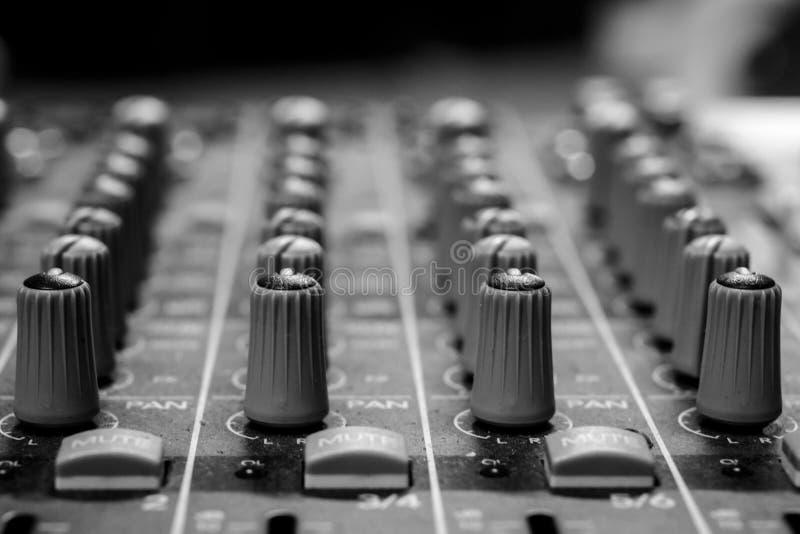 Professioneel Audiopan and aux dials stock fotografie