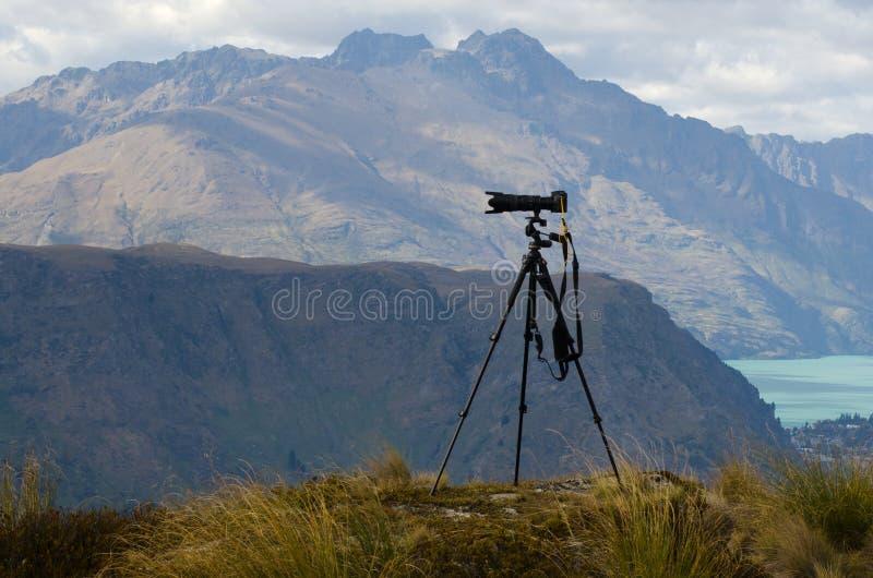 Professionele camera met telelens stock foto