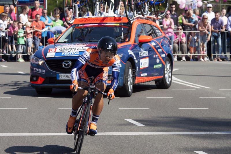 Professionele fietser tijdens de proloog van de Reis van d'Italia van de Girogiro stock fotografie