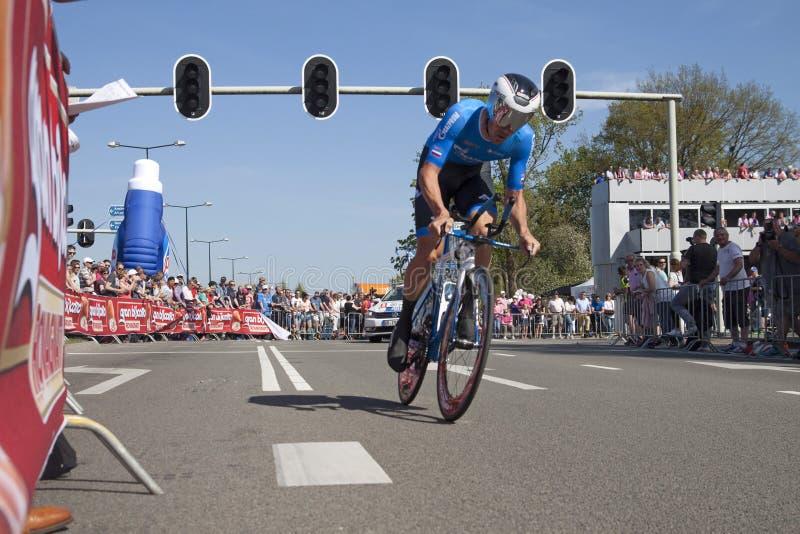 Professionele fietser tijdens de proloog van de Reis van d'Italia van de Girogiro royalty-vrije stock foto's