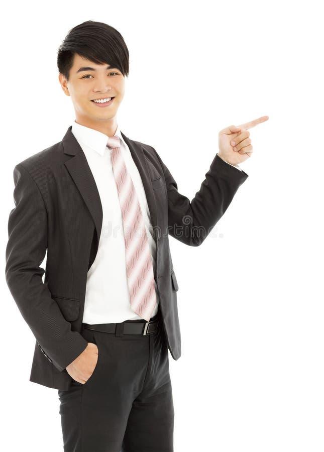 Professionele jonge bedrijfsmensenvinger om iets te tonen stock foto