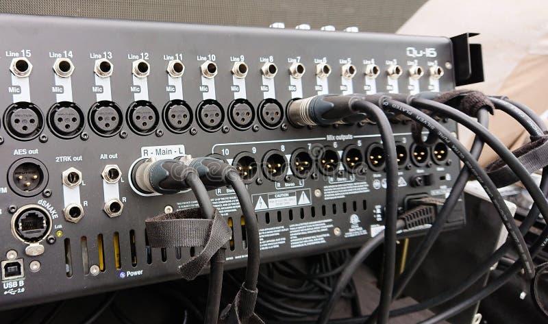 Professionele 16 kanaal audiomixer stock foto's