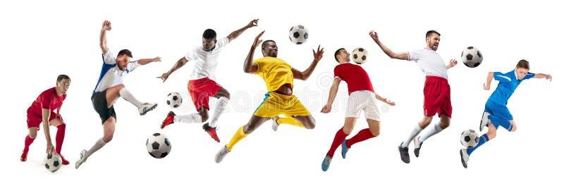 Professionele mensen - voetbalvoetballers met bal geïsoleerde witte studioachtergrond stock afbeeldingen