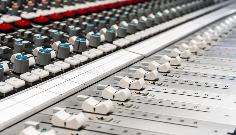 Download Professionele Mixer Voor Zich Het Audio Mengen Stock Foto - Afbeelding bestaande uit close, knopen: 29505856