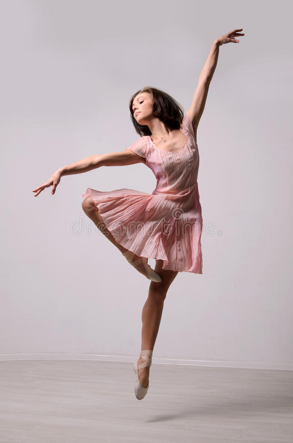 Professionele springende ballerina stock afbeelding