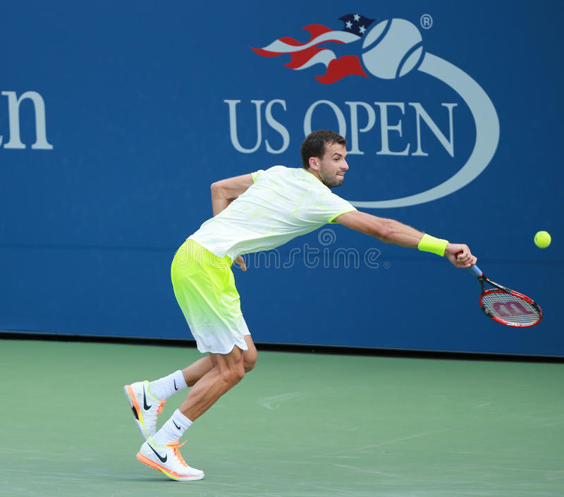 Professionele tennisspeler Grigor Dimitrov van Bulgarije in actie tijdens US Open 2016 ronde gelijke 3 royalty-vrije stock fotografie