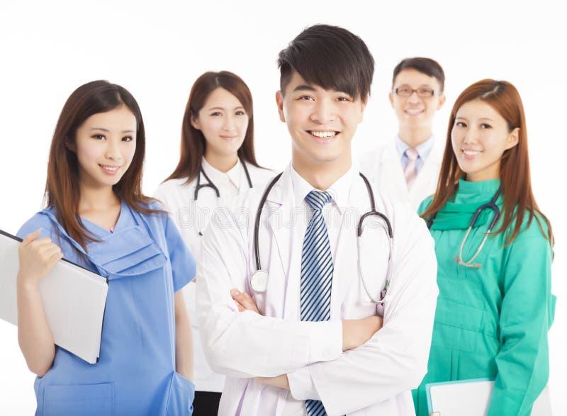 Professionelle Arztteamstellung lizenzfreies stockfoto