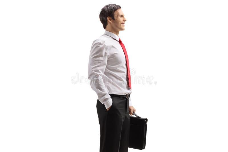 Professioneller eleganter Mann mit einer Aktenkofferstellung lizenzfreie stockbilder