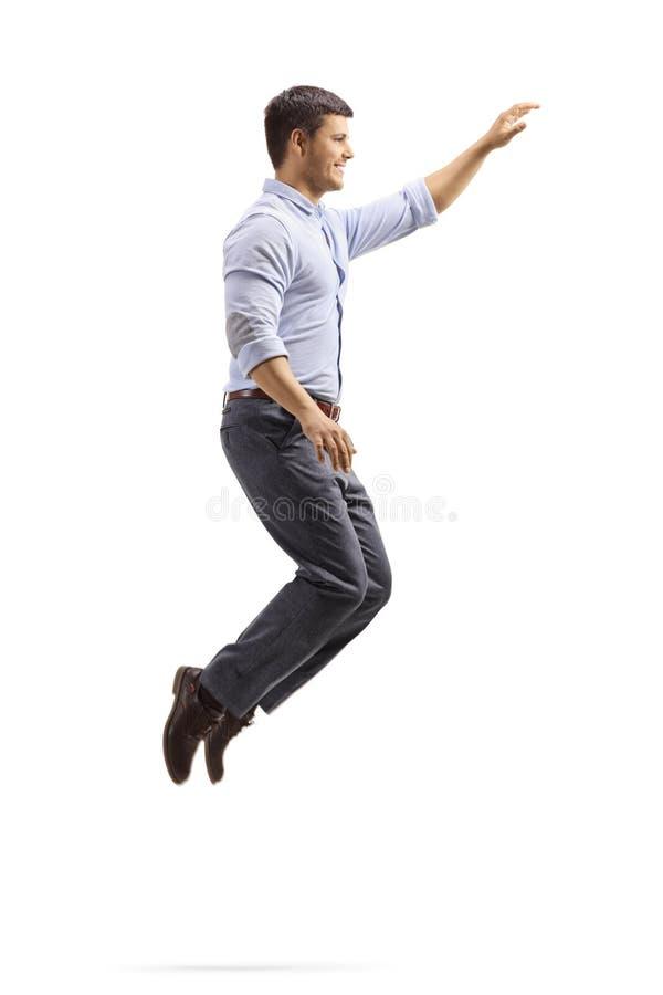Professioneller junger Mann, der mit der Hand springt und gestikuliert stockfotos