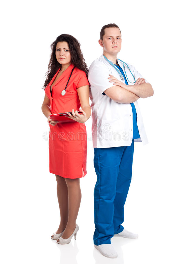 Professioneller stattlicher Doktor und reizvolle Krankenschwester