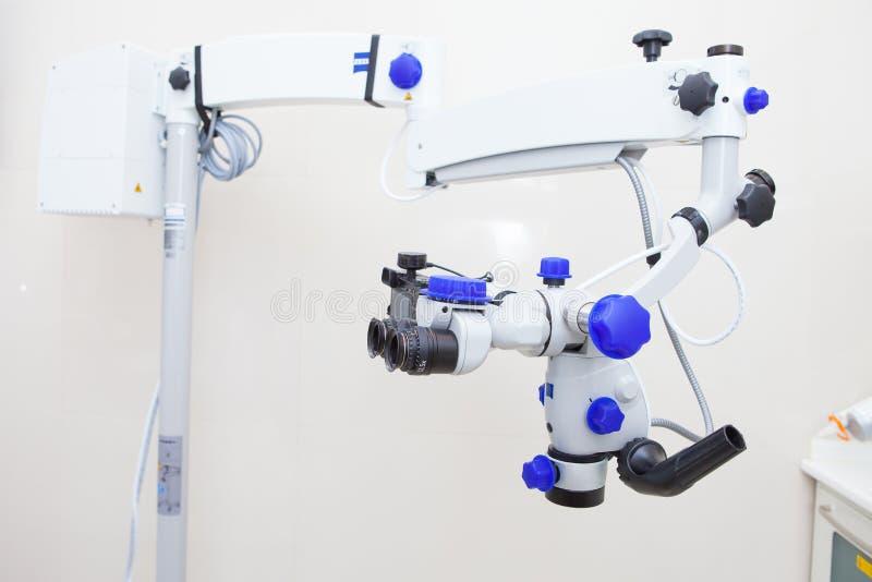 Professionelles zahnmedizinisches endodontic Stereomikroskop lizenzfreie stockfotos
