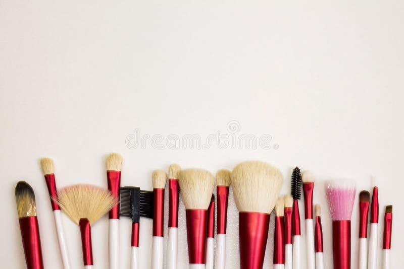 Professionelluppsättning av borstar för modern makeup royaltyfria bilder