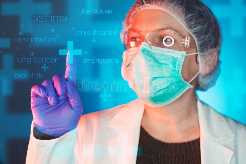 Professionista di sanità del Pulmonologist nella clinica dell'ospedale fotografia stock