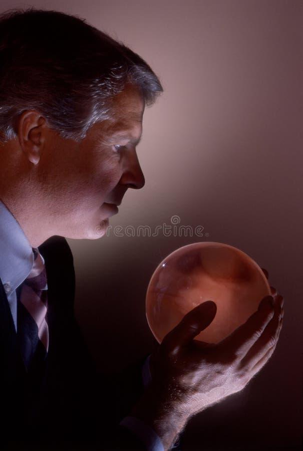 Professionnel avec la bille en cristal image libre de droits